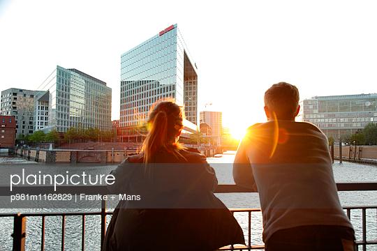 Abend in der Hafencity - p981m1162829 von Franke + Mans