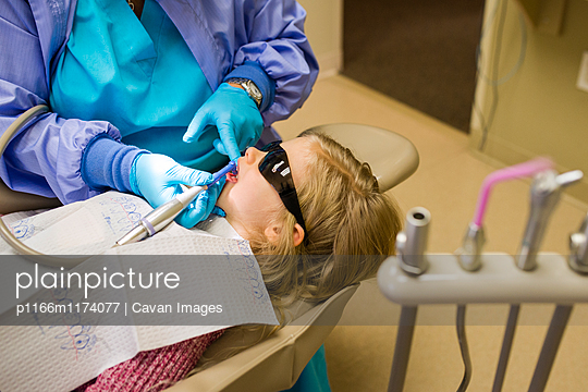 Dentist examining girl in dentist\'s office