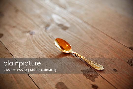Goldener Löffel - p1272m1162705 von Steffen Scheyhing
