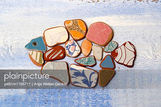 Fisch aus Strandgut - p451m1165711 von Anja Weber-Decker
