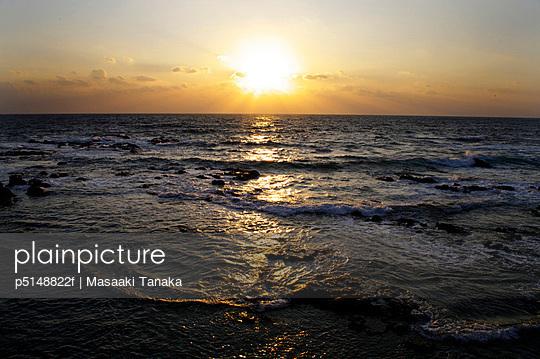 Sea Horizon Over Water Sunset Sun Dramatic Sky