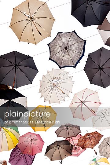 Verschiedene Regenschirme - p1271m1159311 von Maurice Kohl