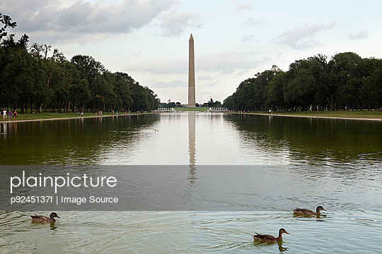 Washington monument and reflecting pool, Washington DC, USA
