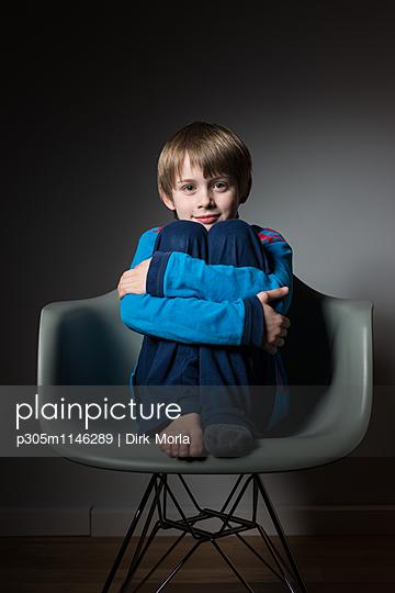Portrait eines Jungen - p305m1146289 von Dirk Morla