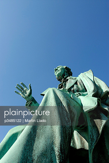 Statue of Hans Christian Andersen inside Kongens Have, Copenhagen, Denmark.