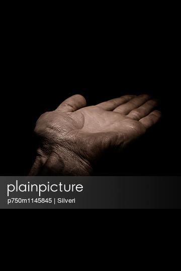 Hand - p750m1145845 von Silveri