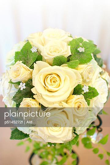 White flower bouquet, close up