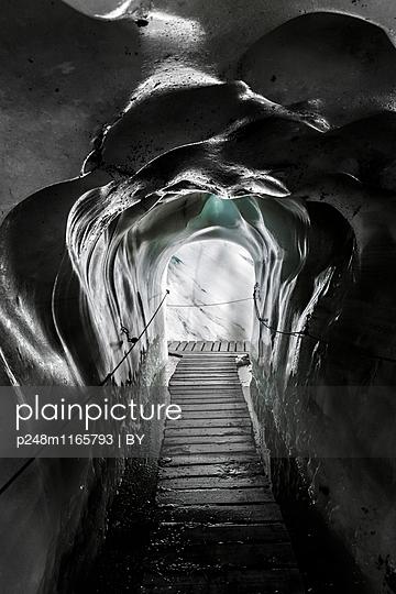 Gletschergrotte - p248m1165793 von BY