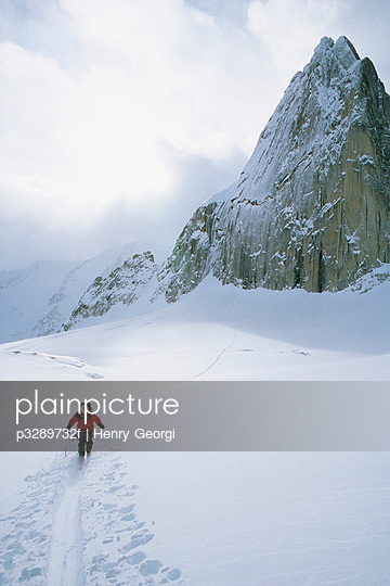 Cross-country skiing, Snowpatch Spire, Bugaboo Provincial Park, British Columbia