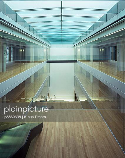 plainpicture - plainpicture p3860638 - Atrium/Glasdach - plainpicture ...