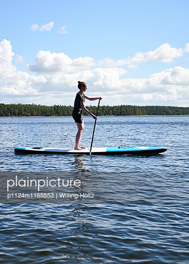 Stand up Paddle auf See - p1124m1165553 von Willing-Holtz