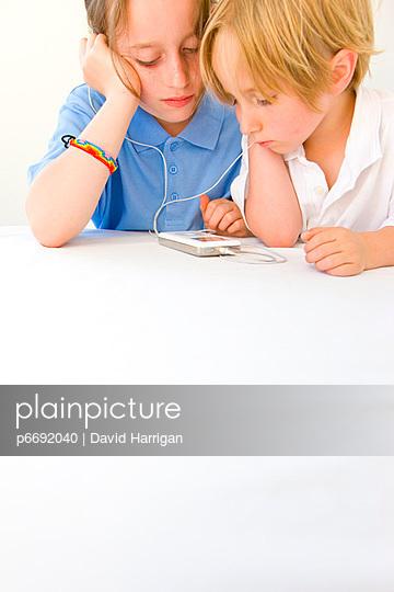 Boy and Girl with earphones