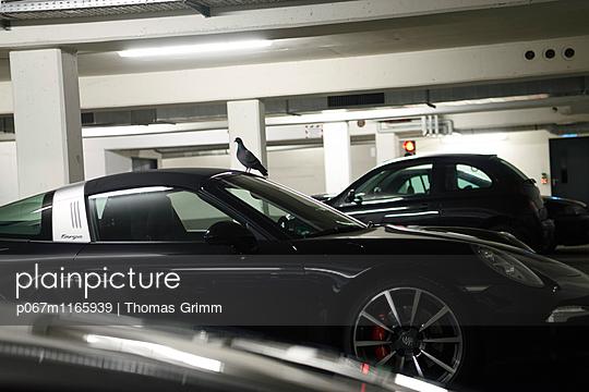Tiefgarage - p067m1165939 von Thomas Grimm