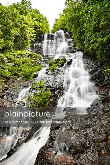 Wasserfall - p1272m1158656 von Steffen Scheyhing