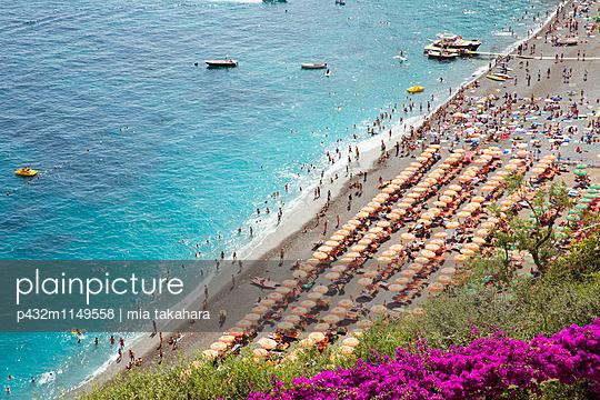 Blick auf den Strand in Positano - p432m1149558 von mia takahara