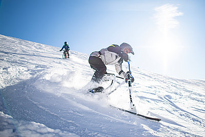 France, Men riding skibike - p1007m2216548 by Tilby Vattard