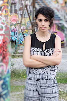 Junge Frau aus Syrien - p342m970627 von Thorsten Marquardt