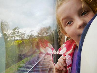 Zugfahrt - p597m793887 von Tim Robinson