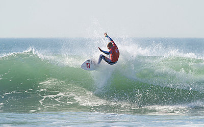 Kelly Slater winning the ASP 2011 world title at San Francisco, California - p3436163 by Jerry Dodrill