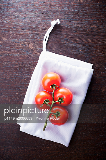 Tomaten auf Stoffbeutel - p1149m2086659 von Yvonne Röder