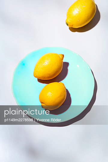 Lemons - p1149m2278598 by Yvonne Röder