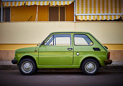 Italy, Apulia, Fiat 500 in Otranto - p300m1189527 by Dirk Kittelberger