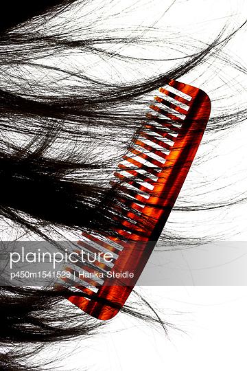 Kamm und dunkles Haar      - p450m1541529 von Hanka Steidle