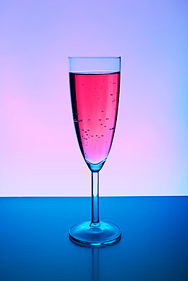 Glass of champagne - p1149m2115785 by Yvonne Röder
