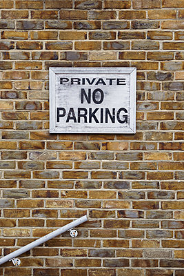 No Parking Sign on brick wall - p1335m1586383 by Daniel Cullen