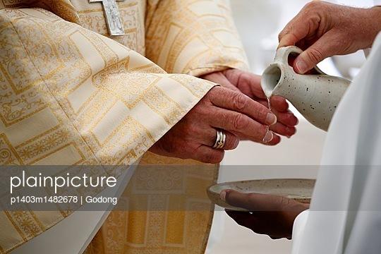 Catholic mass, Priest, Hand washing.