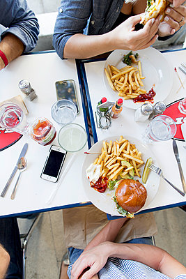 French fries and smartphones  - p1134m1440749 by Pia Grimbühler