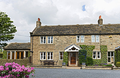 Farmhouse in Upper Denby, Yorkshire. - p8551128 by Anthony Harrison
