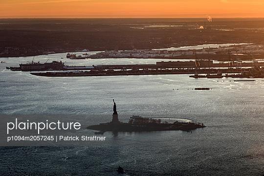 New York at sunset - p1094m2057245 by Patrick Strattner