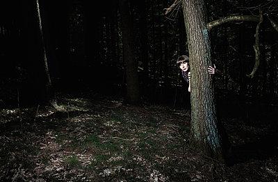 Frau im Wald - p1198m1028154 von Guenther Schwering