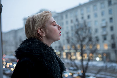 Blond woman in fur coat, Moscow - p1646m2231945 by Slava Chistyakov