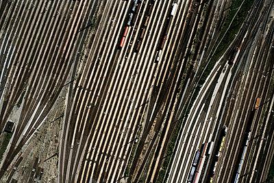 Luftaufnahme eines Bahnhofs - p26815496 von Günther Philipp