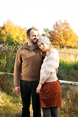 Paar im Herbst - p904m740424 von Stefanie Päffgen