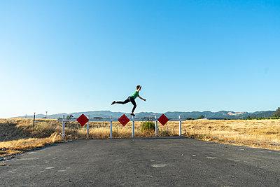 Acrobat balancing on barrier - p300m2012371 von VITTA GALLERY