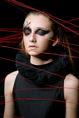 Teenage girl with Gothic Make-up - p1540m2271359 by Marie Tercafs