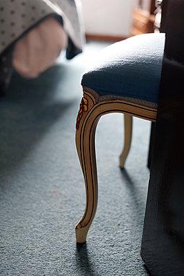 Vintage chair in room - p1270m1114378 by Jasmine Van Hevel