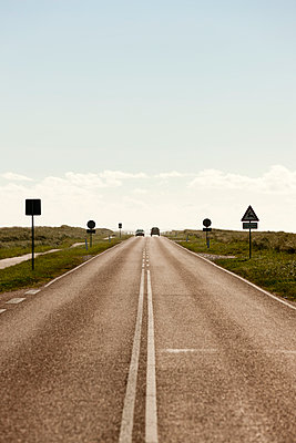 Country road - p248m952902 by BY