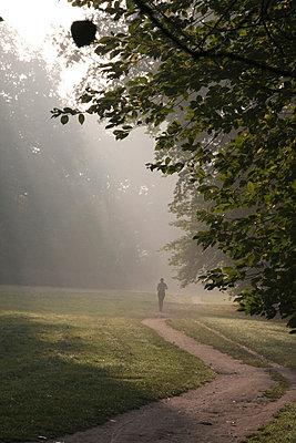 Joggen am Morgen - p865m741317 von atomara