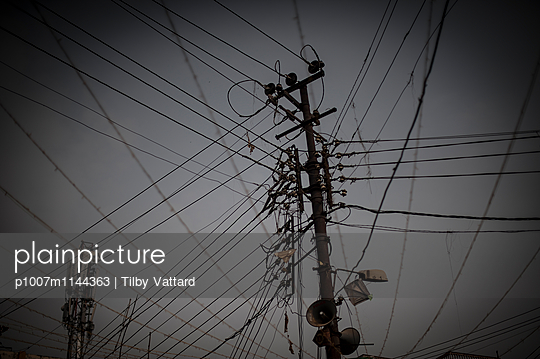 Electric wire mess - p1007m1144363 by Tilby Vattard