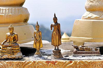 Buddhastatuen - p949m658229 von Frauke Schumann