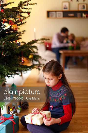 Christmas at home - p249m793043 by Ute Mans