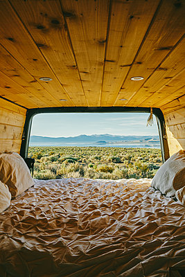 View of mono lake from open doors of camper van with bed in California - p1166m2202091 by Cavan Images