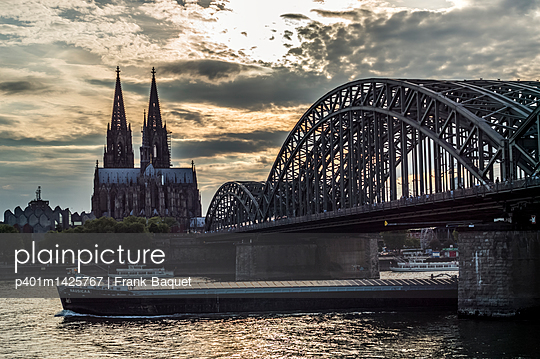 Rhine and Cologne Cathedral in the sunset - p401m1425767 by Frank Baquet