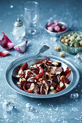 Roasted beetroot in bowl with hazelnut salad, seasonal Christmas food - p429m2068684 by Danielle Wood