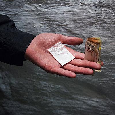 Drogenhandel - p1008m1065738 von Valerie Schmidt
