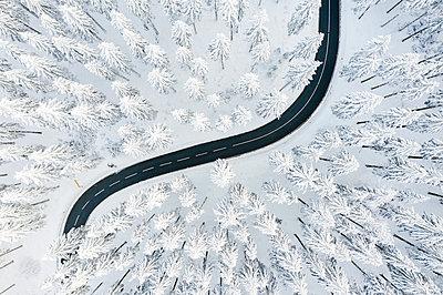 Curvy road in winter - p713m2289256 by Florian Kresse